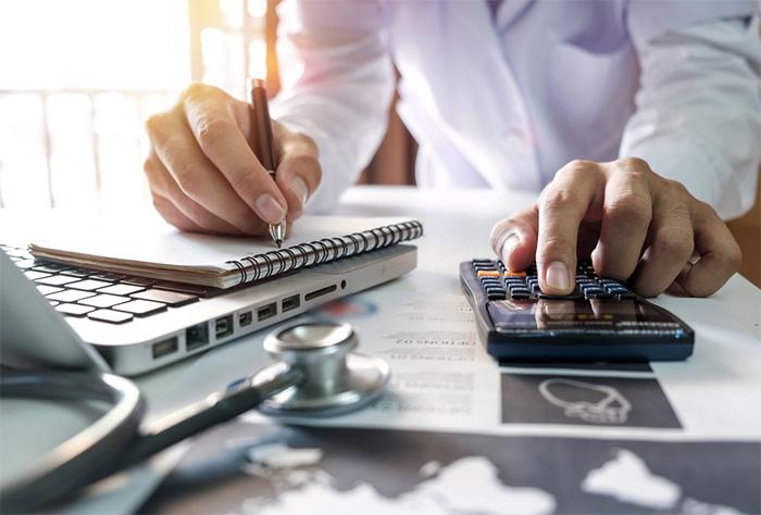 medical biller calculating costs